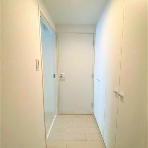 画像:玄関からの居室