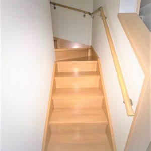 画像:1階からの階段