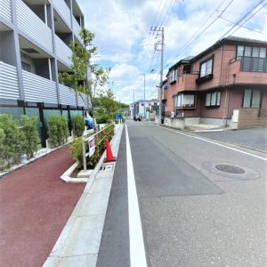 画像:マンション前面道路